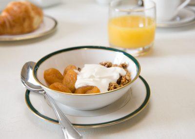 Fruit-and-yoghurt-1